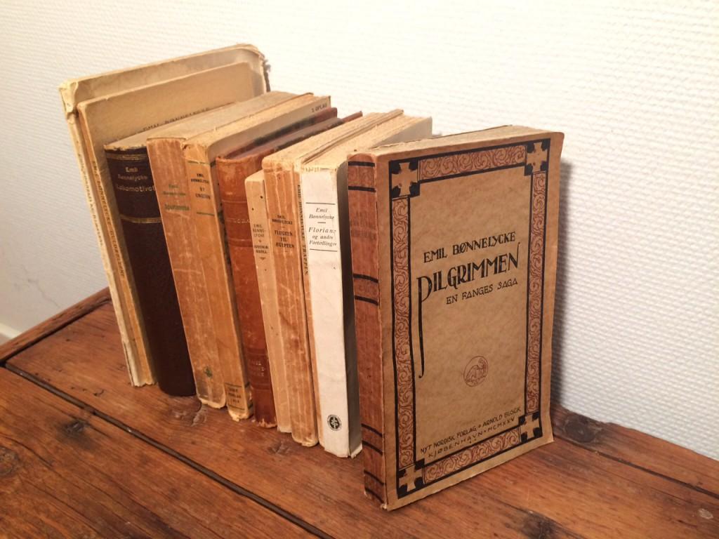 Digte, romaner og skuespil af Emil Bønnelycke.